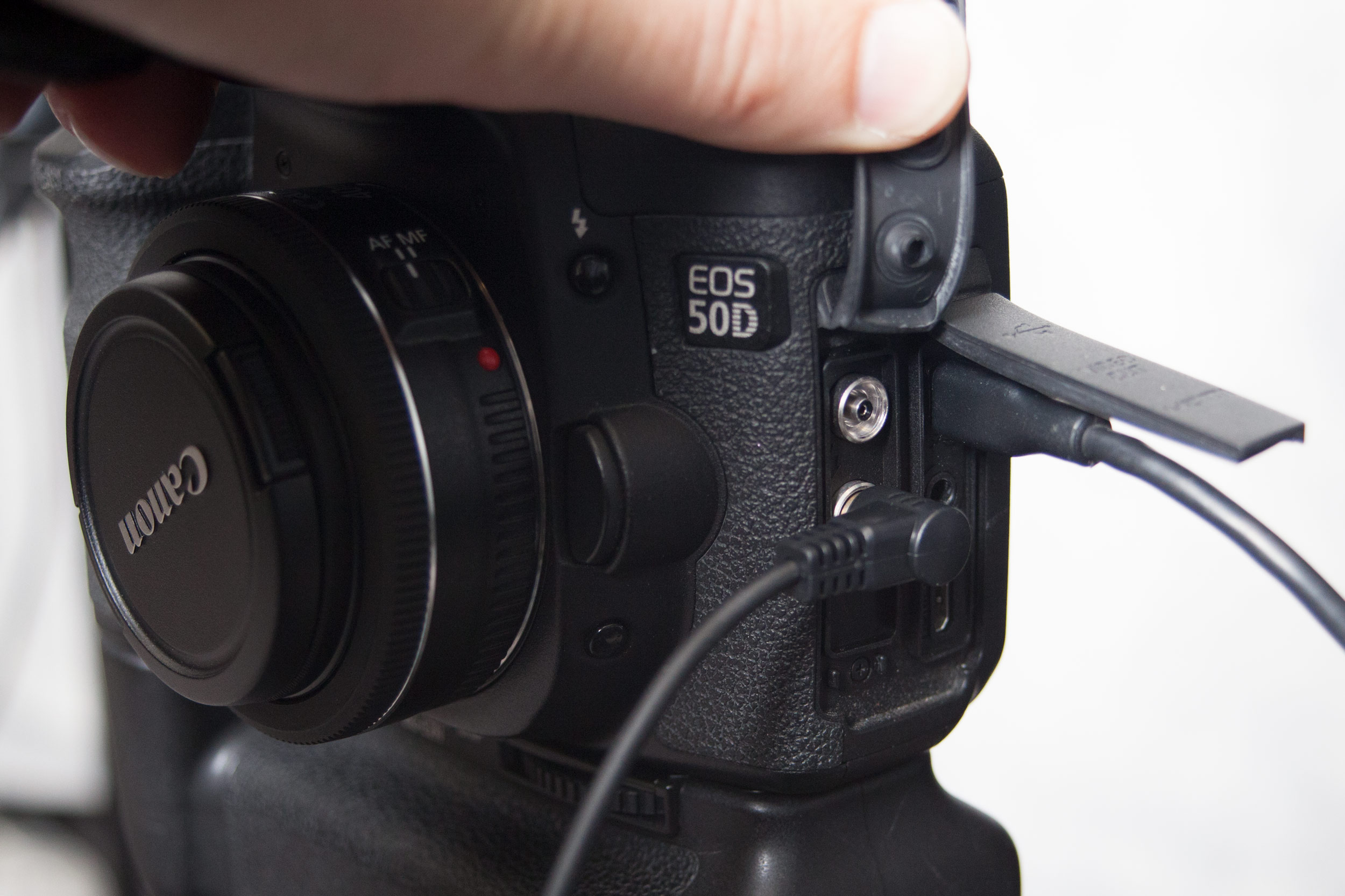 Setting Up a Photo Booth using an SLR and Free Tethering